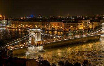 albania-express-travel-Budapest_at_night